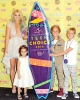 1439820672_britney-spears-family-teen-choice-awards-zoom.jpg