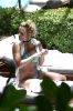 72503947_britney-spears-sunbathes-poolside-in-miami-06-06-2018_12.jpg