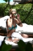 72504019_britney-spears-sunbathes-poolside-in-miami-06-06-2018_16.jpg
