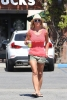 Britney_Spears_-_grabbing_a_coffee_at_Starbucks_in_Westlake_Village_004.jpg