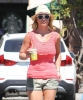 Britney_Spears_-_grabbing_a_coffee_at_Starbucks_in_Westlake_Village_019.jpg