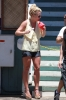 Britney_Spears_Eating_a_Snow_Cone_in_Lahaina_August_30_2010_03.jpg
