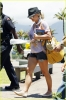 britney-spears-leaving-hawaii-04.jpeg